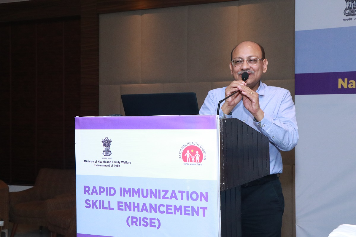 Dr. M.K. Agarwal, JC, UIP interacting with the audience