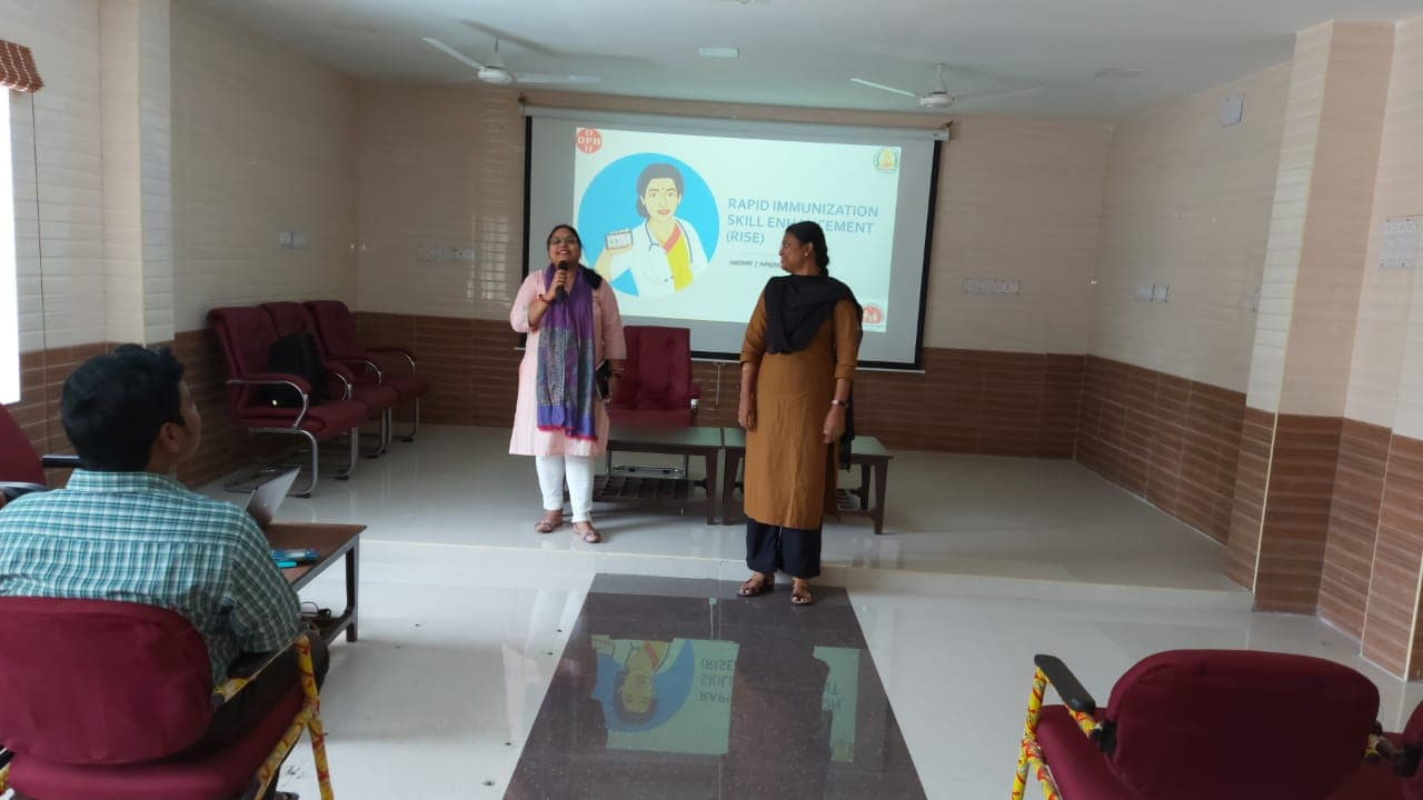 Dr. Anita Bhargava, MLE Officer, RISE facilitating an orientation session at Chengalpattu,TN