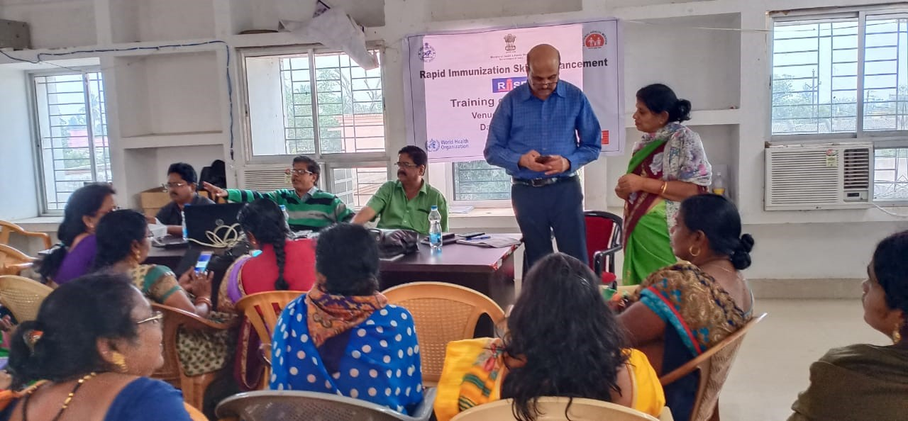 Dr. P. S. Ganguly, Project Director, RISE, JSI resolving the queries at Khordha, Odisha