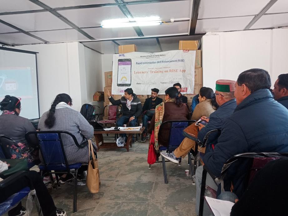 Mr. Faizan Ali, STC-RISE facilitating an orientation session at Shimla, HP