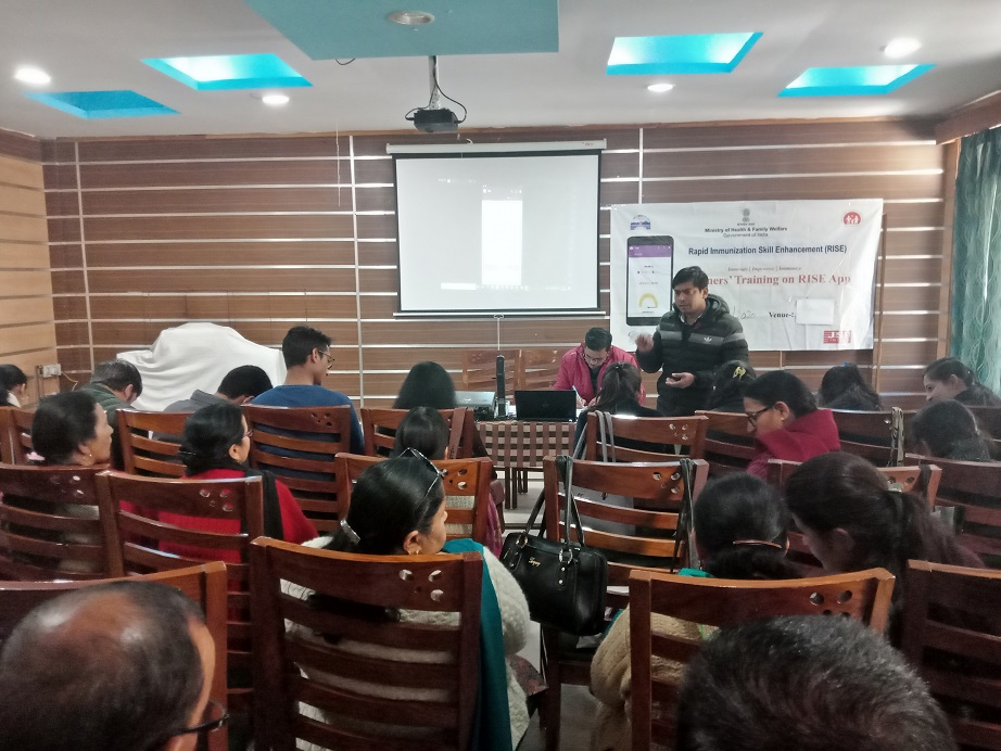 Mr. Faizan Ali, STC-RISE resolving the queries of participants at Shimla, HP