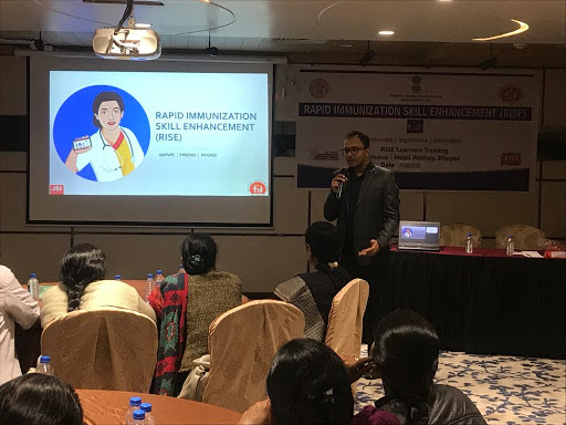 Mr. Vijay Agarwal, STC-RISE facilitating an orientation session at Bhopal, MP